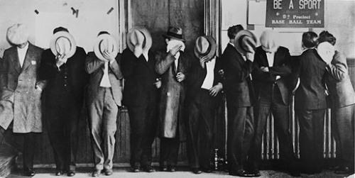 «Стеснительные» бутлегеры в отделе полиции Детроита, 1929 Photofest
