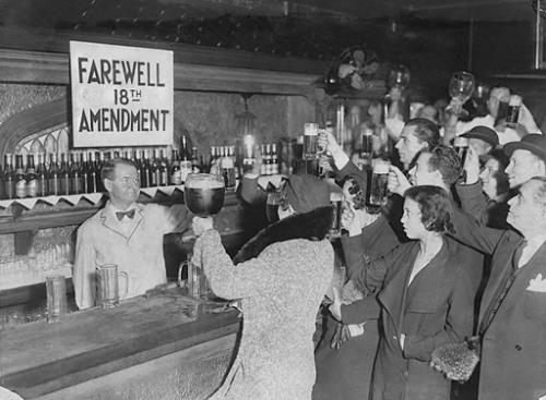 Посетители бара празднуют отмену Сухого закона St. Louis Post-Dispatch