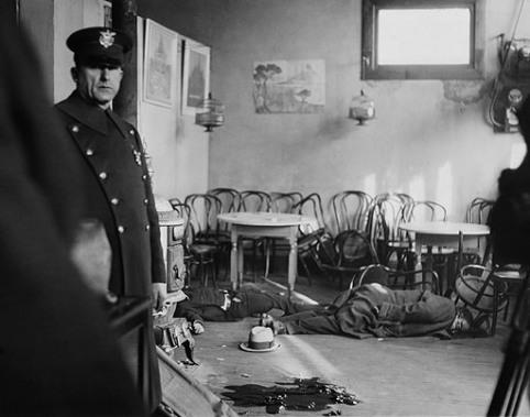 Полиция на месте убийства в ресторане в Кливленде, 1932 John Binder Collection